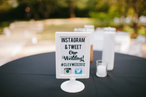 social-media-at-weddings-on-black-bridal-bliss